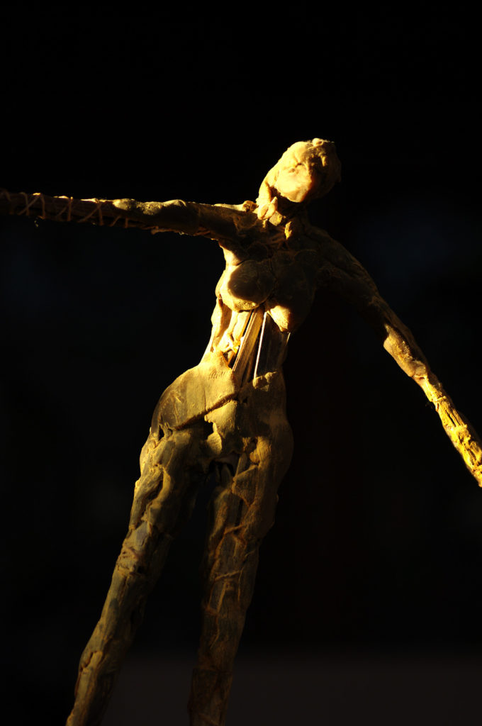 La petite fille au gué sculpture en bronze de Philippe Doberset