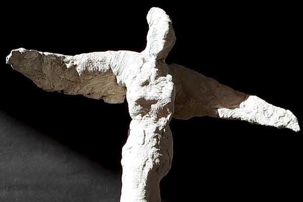La cantatrice sculpture en ciment de Philippe-Doberset